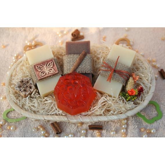 Olivové mydlá & Glycerínové mydlo-Med v košíku