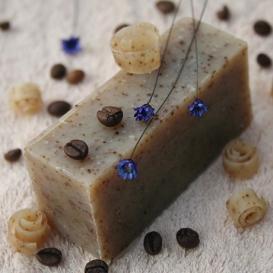Olivové mydlo Káva-peeling na prekrvenie pokožky, krájané
