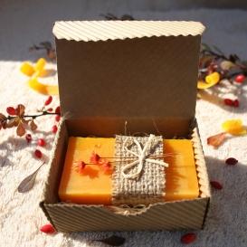 Olivové mydlo Červený palmový olej & Pomaranč na zvláčnenie pokožky v krabičke