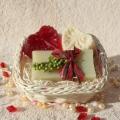 Olivové mydlo & Glycerínové mydlá Čučoriedka a Biely čaj v košíku