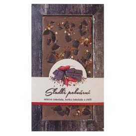 Mliečna čokoláda s kúskami horkej čokolády a chilli